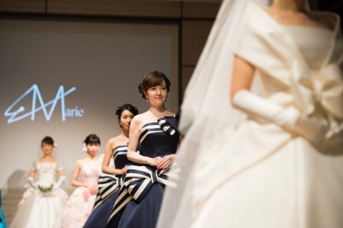 『エマリーエ』本当の花嫁さんのファッションショーがついに開催! 女優の藤澤恵麻さんも自身のウエディングドレスを披露【編集部レポート】