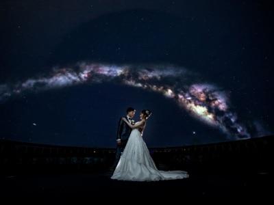 プラネタリウムで幻想的な夜空と共に♪ 記念日の星空を再現して写真に残す「スターライトウエディングプラン」が誕生!