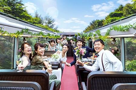 星野リゾートから「バスウエディング」が誕生! 軽井沢の自然を間近にパーティを