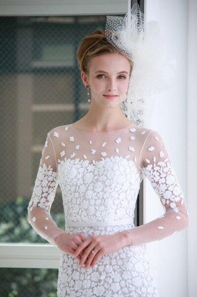 「素肌魅せレース」で優美に! 最新トレンドドレスがそろい踏み