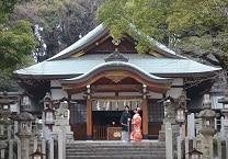 acf48f578a1a8 1300年の歴史を誇る神社で四季折々の自然が彩る結婚式。少人数のお披露目もお任せ
