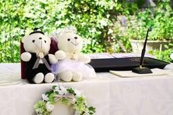 3c7763db21199 結婚式当日は、会場の指示に従い、時間に余裕を持って会場に入ります。和服の着付けやへアセットを会場で行う場合は、挙式開始の2~3時間前くらい、支度にあまり時間が  ...