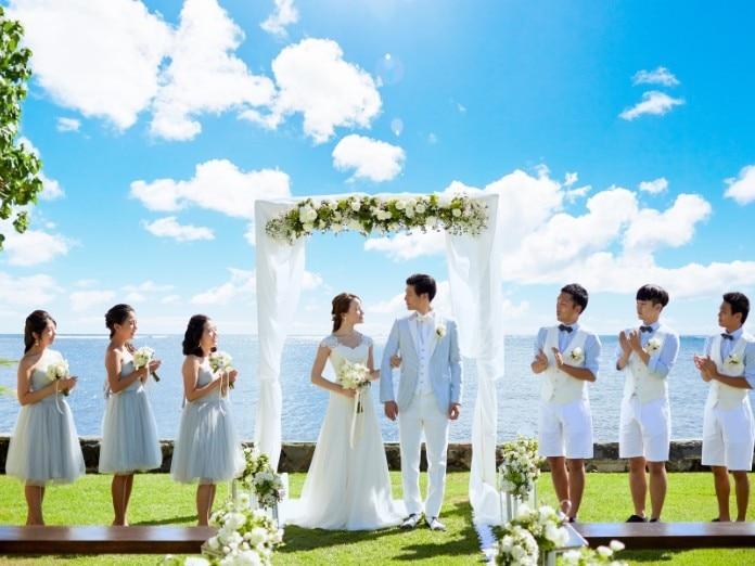 cb0acb62ae913 ハワイ挙式に参列するときの服装は? 男性・女性・親族ゲスト別の服装 ...