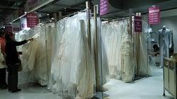 64323454fe3f3 こんな感じでマルイシティ横浜8階催事場で開催しています!! ドレスだけでなく、タキシードやお母様の留袖まで数多く販売していました。