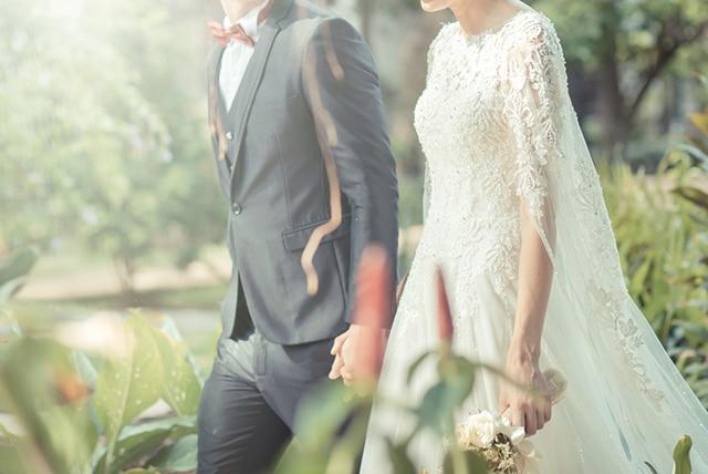 """74dfd368baced という大人花嫁も多いのでは? そんな初婚時のウエディングドレスのイメージにとらわれて""""今の自分には似合わない""""なんて決めつけるのはもったいない!"""