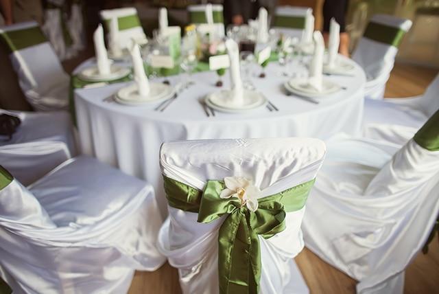 c9437266f1531 結婚式を挙げるときに、家族・親族とごく親しい友人ゲストだけを招く少人数ウエディングを選ぶカップルが増えつつあります。でも、落ち着けて寛げる少人数向けの 結婚 ...