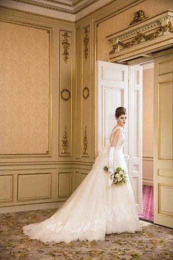 上品なウエディングドレスのライン・デザインは?