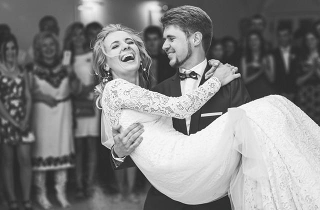 結婚式のお姫様抱っこ
