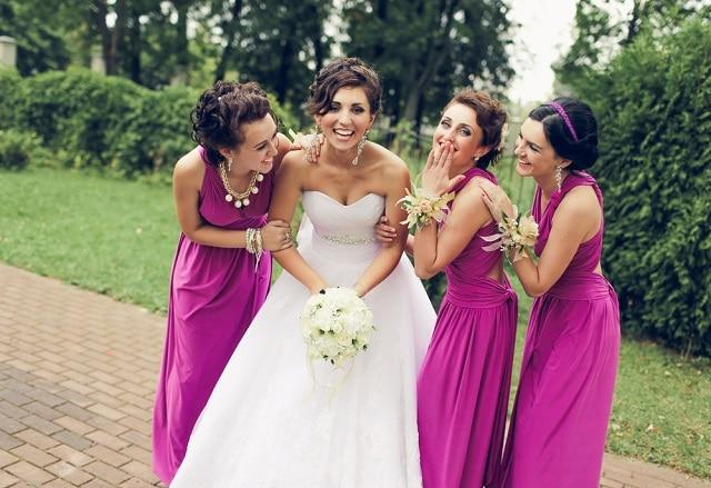 f619d9c7233a5 ブライズメイドといえば、挙式当日におそろいのドレスを着て花嫁と一緒に……っていう華やかなイメージはあるけど、具体的に何をするのかよくわからないし、  ...