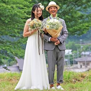 ウエディングドレスやメイクは花嫁を知る友人の手で