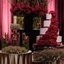 バラを惜しみなく使ってアレンジしたドラマチックな会場装飾