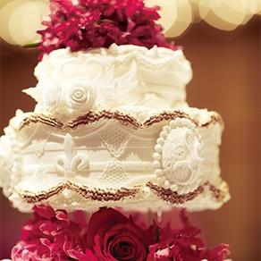 """""""現代の名工""""率いるパティシエチームが作る極上のウエディングケーキ"""