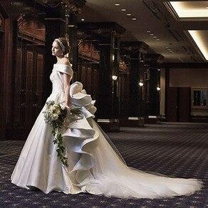 印象的なバックスタイルに 釘付け!ハツコエンドウの 気品に満ちた特別なドレス