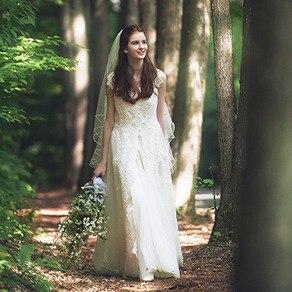 ピュアで可憐な揺らめき。溢れる幸福感を花嫁に宿す、イノセントなレースに夢中!