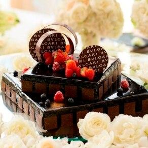 """""""ブルガリ""""のチョコが主役視覚と味覚を虜にする魅惑のウエディングケーキ"""