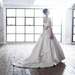 50年代の古き佳き時代を 彷彿とさせるクラシカルで 個性溢れる清楚なドレス