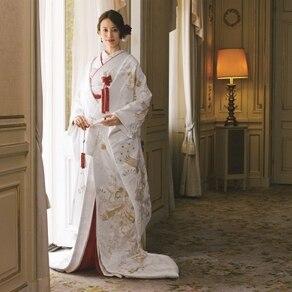 純白、錦糸、朱色。 寿ぎの色を凛と纏う 和モダンな装い