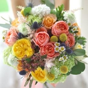 """チアフルに、ハッピーに。好きな花を心のままに束ねる """"カラービュッフェ"""" ブーケ"""