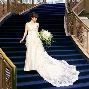 シルクと繊細なレースがノーブルさとナチュラルさを見事に醸し出すドレス