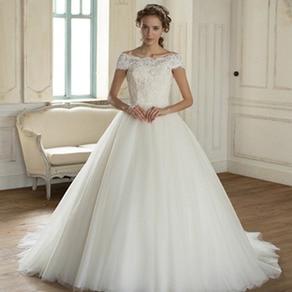 光に溶けそうなチュールをたっぷりと重ねた2wayタイプのドレス