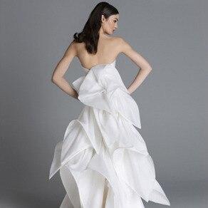 立体的な美しさが際立つ異素材で織りなす存在感は360度どこから見ても完璧