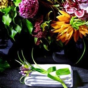 フラワーアーティスト集団 「VALFLOR」の装花が 空間全体を美しく輝かせる