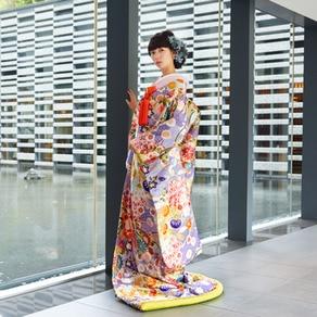 色彩・紋様の競演に込める幸福への願い。日本の伝統と美意識が一枚に出会う色打掛