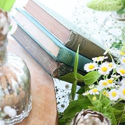 会場からの景色に調和するお花や小物にこだわった会場コーディネート
