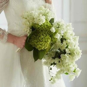 清々しさと動きをプラス。秀逸な花材セレクトでセンスフルな花嫁姿に