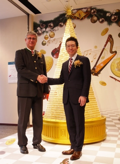 3.5億円相当! 世界初ウィーン金貨ハーモニーで製作されたゴールドクリスマスツリー登場