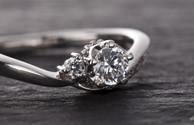 婚約指輪ってそもそもどんなもの?