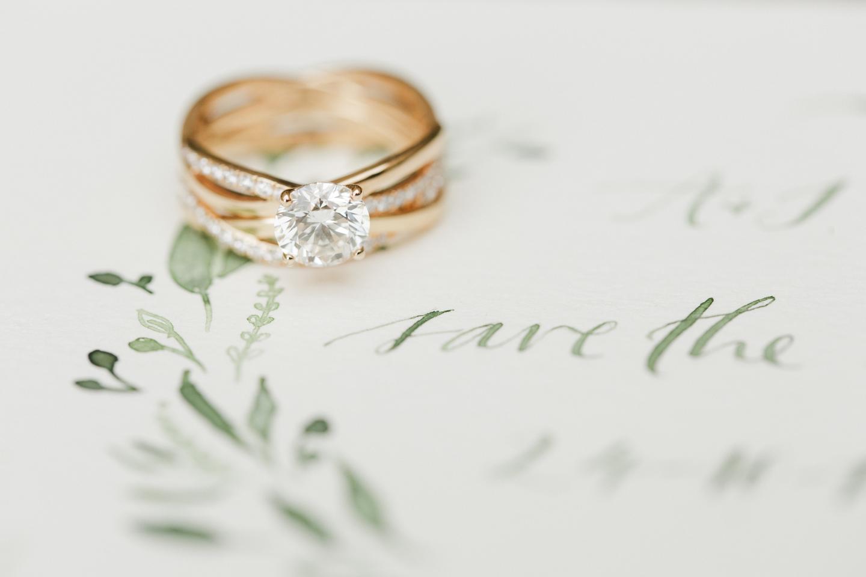 人気モデルに新作婚約指輪、誕生。デビアス ブライダル フェアでその煌きを確かめて(1)―DE BEERS(デビアス)