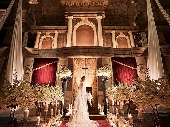 71330ebf5d801 4層吹抜けのアトリウムにソプラノ歌手のアヴェマリアが響き渡るホテル伝統